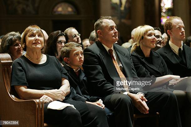 Geri Nardini Craig Walsh and Elizabeth Walsh look on during the memorial service for Bill Walsh at Stanford Memorial Church on August 9 2007 in...