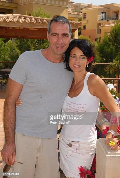 Gerit Kling Ehemann Dr Stefan Henning HotelAnlage Robinson Club Cala Serena Insel Mallorca Balearen Spanien Europa Urlaub umarmen verliebt Blüte...