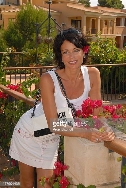 Gerit Kling HotelAnlage Robinson Club Cala Serena Insel Mallorca Balearen Spanien Europa Urlaub Blüte Blumen Minirock MiniRock Schauspielerin SI
