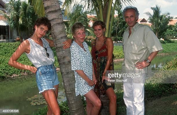 Gerit Kling und Schwester Anja mit Eltern Margarita und Ulrich am am Rande der Dreharbeiten zur ZDFSerie Verschollen in Thailand im Hotel Dusit...