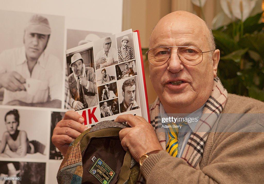 """Manfred Krug Book Prensentation""""MK Bilderbuch - Ein Sammelsurium"""" : News Photo"""