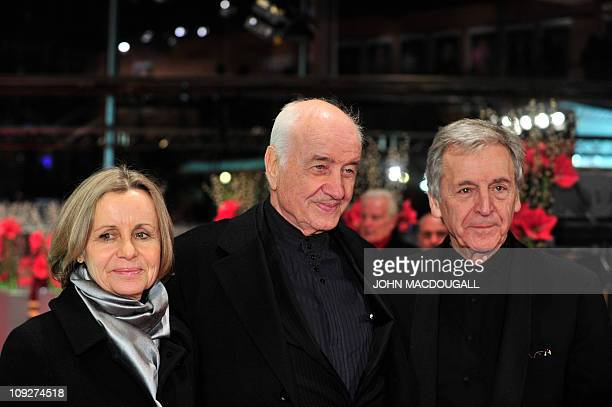 German actor Armin MuellerStahl his wife Gabriele Scholz and Greek director CostaGavras arrive on the red carpet for the premiere of Music Box and...