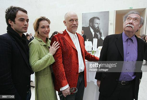 German actor Nikolai Kinski Aglaia Szyszkowitz actor John Malkovich and director Raoul Ruiz pose in front of a photo of Gustav Klimt during a press...