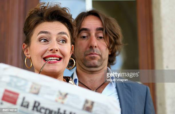 German actors Dieter Landuris and Elisabeth Romano pose for the media during a photo call on August 19 2009 in Passau Germany The movie 'Rock It'...
