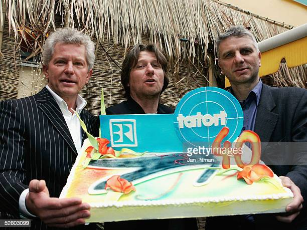 German actors Miroslav Nemec Michael Fitz and Udo Wachtveitl pose for photographers during the 'TATORT' Party on April 8 2005 in Munich Germany The...