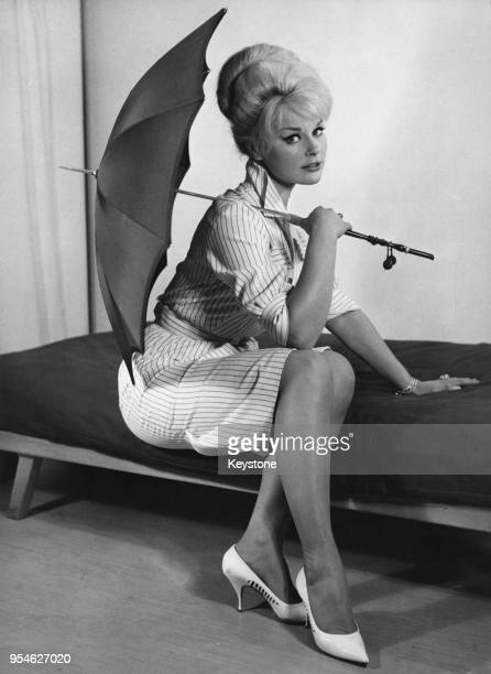 German actress Elke Sommer during a visit to Frankfurt, 3rd May 1961. She is there for the premiere of her film 'Zarte Haut in schwarzer Seide', aka...
