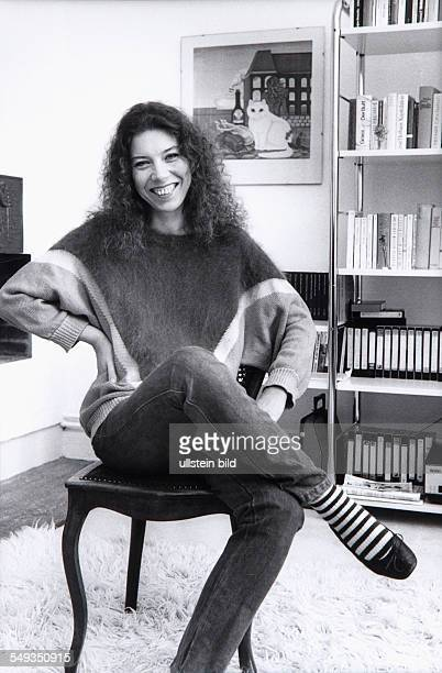 German actress Evelyn Hamann in her flat in Hamburg 1983