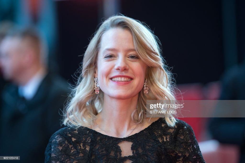 German actress Julia Zange poses on the red carpet before the premiere of the film 'My Brother's Name is Robert and He is an Idiot' (Mein Bruder heisst Robert und ist ein idiot) presented in competition during the 68th edition of the Berlinale film festival in Berlin on February 21, 2018. / AFP PHOTO / Stefanie LOOS