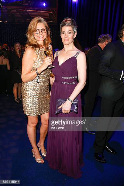 German actress Maren Gilzer and german actress Cheryl Shepard during the aftershow party at the Goldene Henne on October 28 2016 in Leipzig Germany