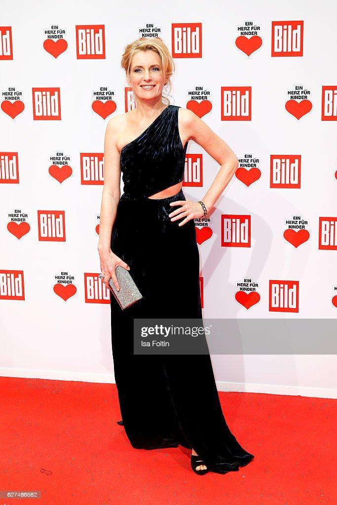 Ein Herz Fuer Kinder Gala 2016 - Red Carpet Arrivals