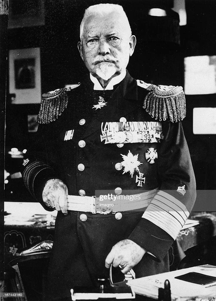 German Admiral Ludwig von Schröder. About 1932. Photograph. (Photo by Imagno/Getty Images) Der deutsche Admiral Ludwig von Schröder. Um 1932. Photographie.