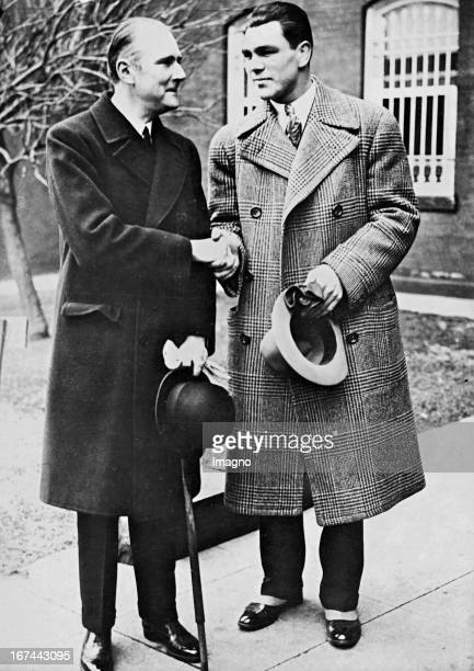 German ambassador to the United States Frederick Prittwitz and Gaffron with the German boxer Max Schmeling in Washington About 1932 Photograph Der...