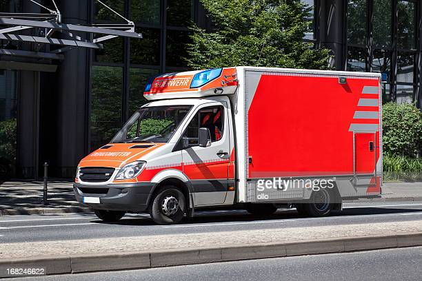 deutsche rettungswagen - rettung stock-fotos und bilder