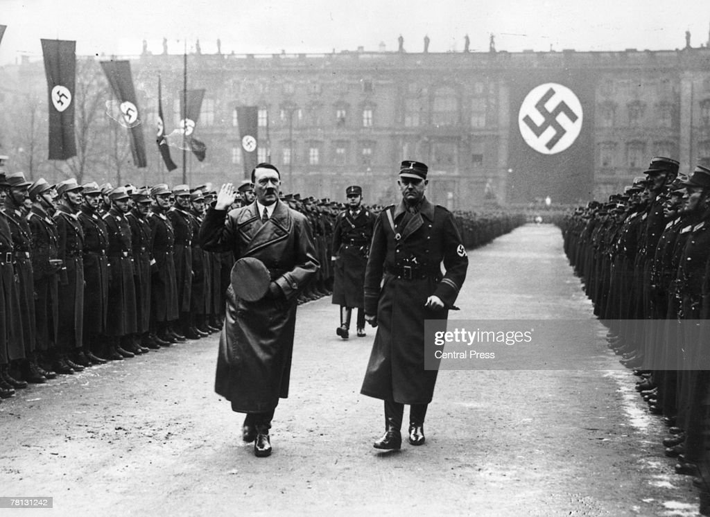 Hitler And Lutze : News Photo