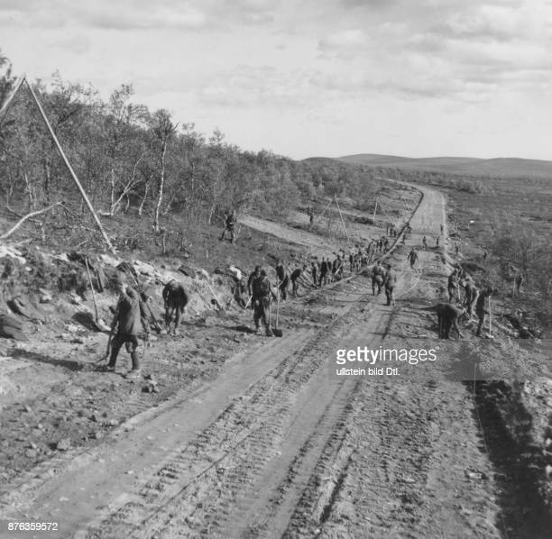 German army Wehrmacht members of Organisation Todt during road construction works in Lapland Blenck Vintage property of Ullstein Bild