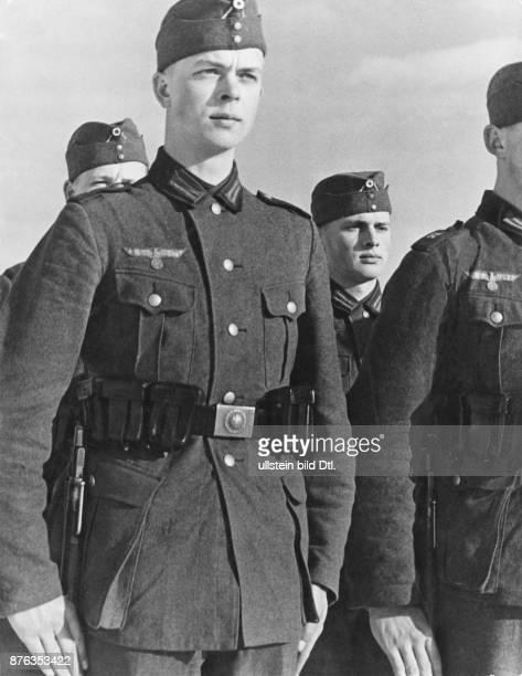 German army Wehrmacht recruits Heinz Erdmann Vintage property of Ullstein Bild