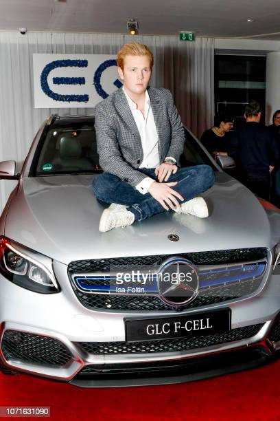 German artist Leon Loewentraut during the event 'FechtOlympiasiegerin fliegt mit Daimler Kunstflugass Revanche beim Club der jungen Wilden at Q Salon...