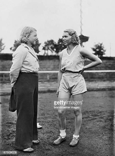 German athletes Ellen Braumüller and Inge Braumüller June 1932 Photograph Die deutschen Leichtathletinnen Ellen Braumüller und Inge Braumüller Juni...