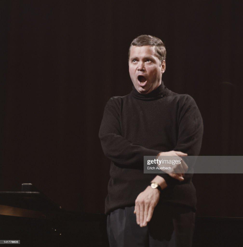 German baritone and conductor Dietrich Fischer-Dieskau, circa 1965.