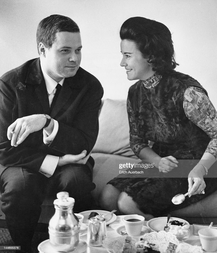 German baritone Dietrich Fischer-Dieskau with Swiss soprano Lisa Della Casa, 23rd January 1965. The singers are appearing together in a production of Richard Strauss and Hugo von Hofmannsthal's 'Arabella' at Covent Garden, London.