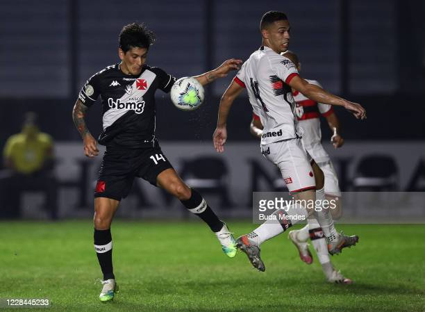 German Cano of Vasco da Gama struggles for the ball with Éder of Atletico GO during a match between Vasco da Gama and Atletico GO as part of 2020...