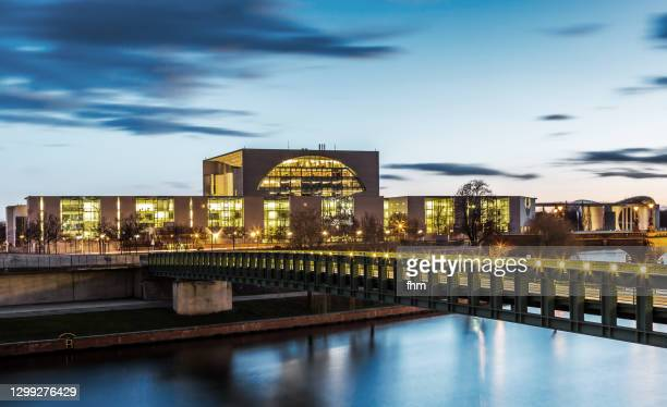 german chancellery at blue hour (berlin, germany) - german chancellery stock pictures, royalty-free photos & images