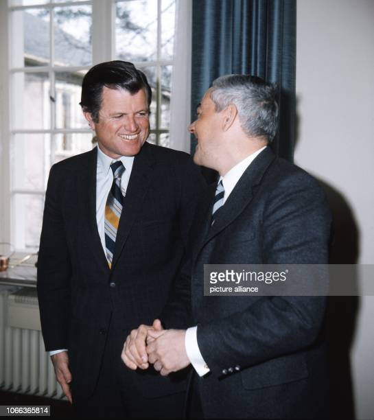 German Chancellery Minister Horst Ehmke and US Senator Edward Kennedy brother of the assassinated politicians John F and Robert Kennedy pictured in...