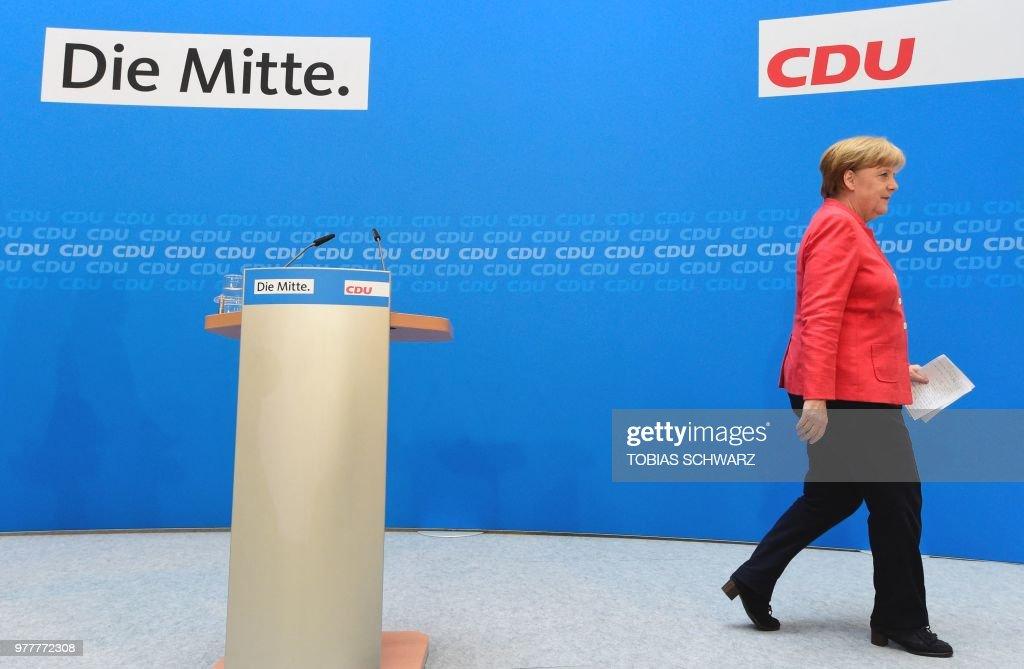 TOPSHOT-GERMANY-EUROPE-POLITICS-GOVERNMENT-MIGRATION : News Photo