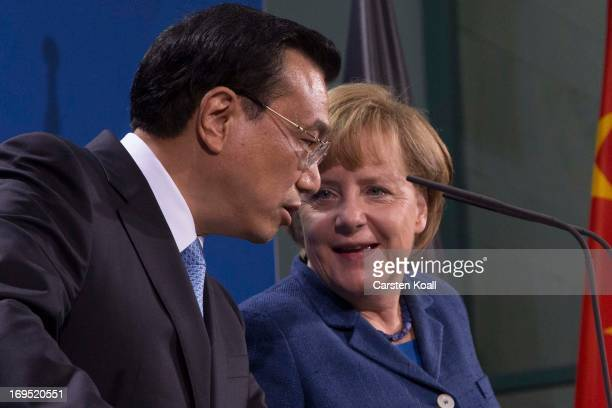 German Chancellor Angela Merkel and Chinese Prime Minister Li Keqiang attend a press conference at the Chancellery on May 26 2013 in Berlin Germany...