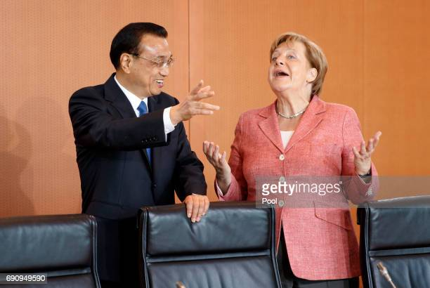 German Chancellor Angela Merkel and Chinese Prime Minister Li Keqiang arrive for talks at the Chancellery on May 31 2017 in Berlin Germany The...