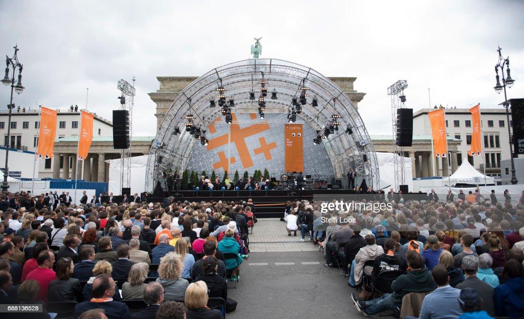 Obama And Merkel Discuss Democracy At Church Congress : News Photo