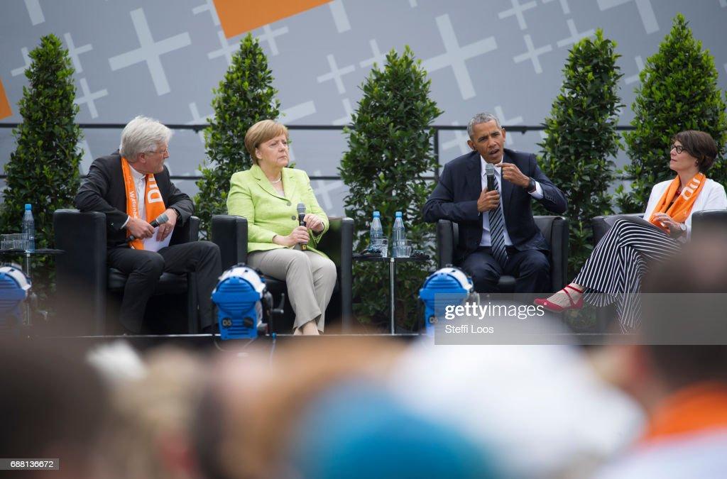 Obama And Merkel Discuss Democracy At Church Congress : Photo d'actualité