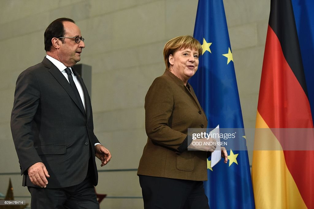German Chancellor Angela Merkel and French President Francois Hollande arrive to give a joint press conference on December 13, 2016 at the Chancellery in Berlin. / AFP / ODD