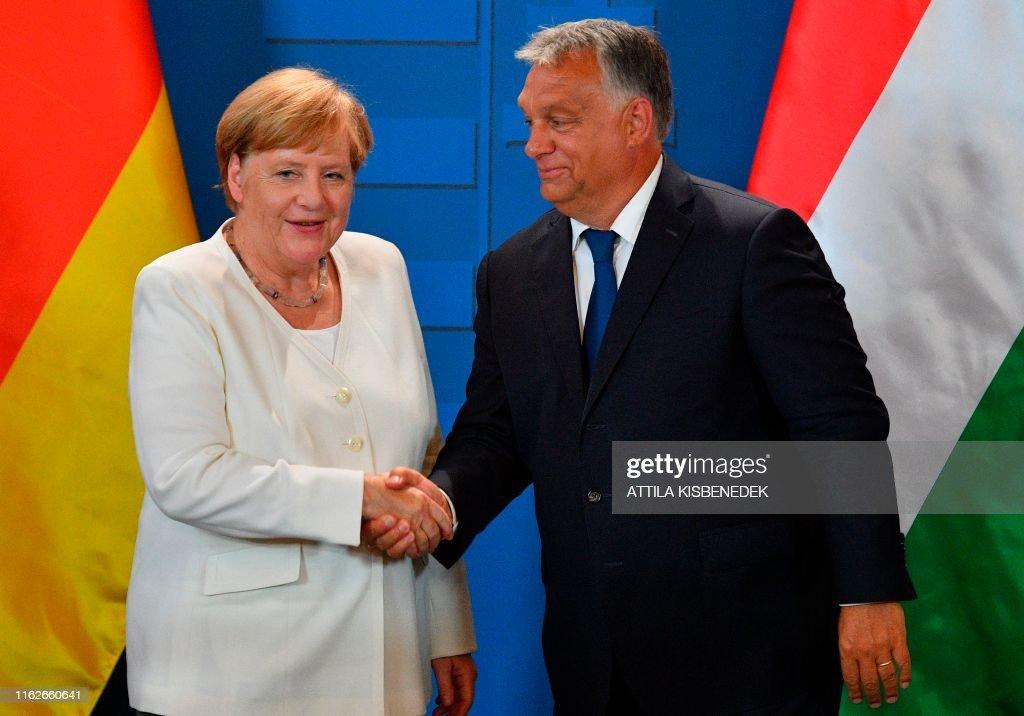 HUNGARY-GERMANY-AUSTRIA-PAN-EUROPEAN-PICNIC-IRON-CURTAIN : News Photo