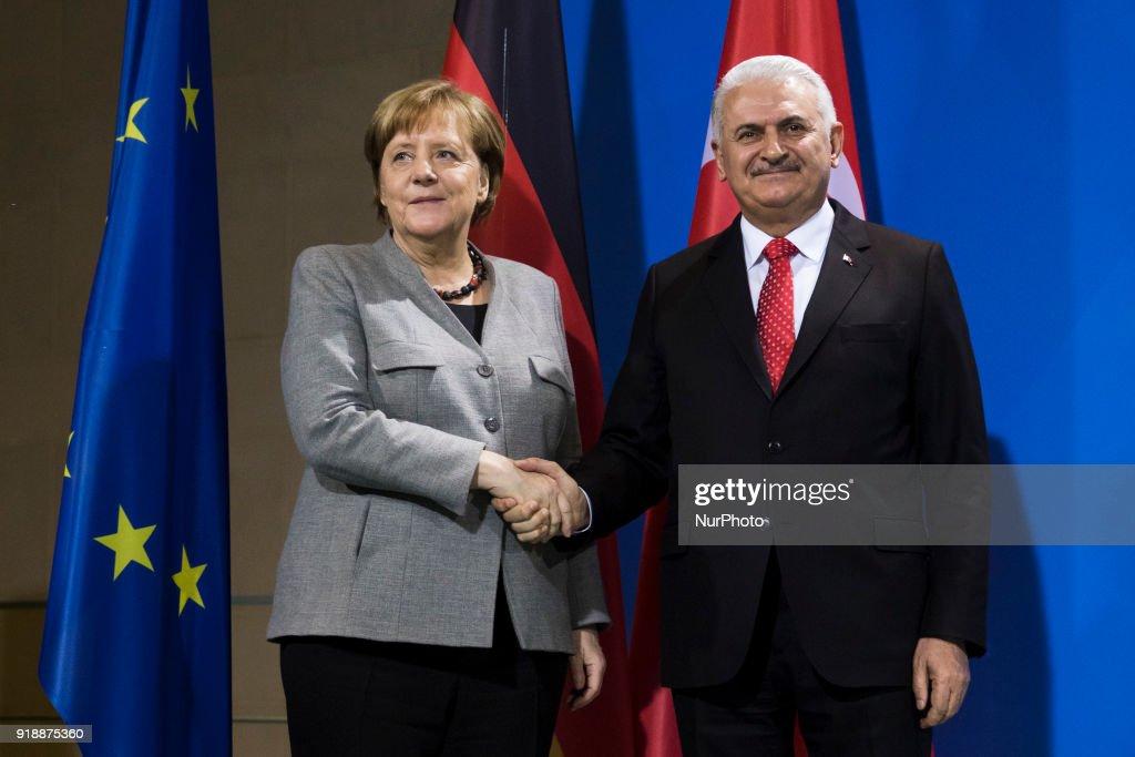 Angela Merkel meets Turkish Prime Minister Binali Yildirim in Berlin : Nachrichtenfoto