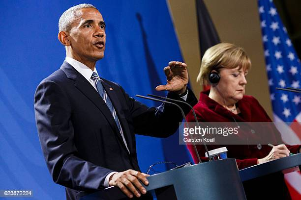 German Chancellor Angela Merkel and US President Barack Obama attend a press conference at the Chancellery on November 17 2016 in Berlin Germany...