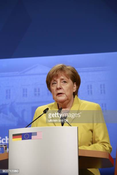 German Chancellor Angela Merkel and US President Barack_Obama give a press conference on 24 April 2016 at Castle Herrenhausen in Hanover