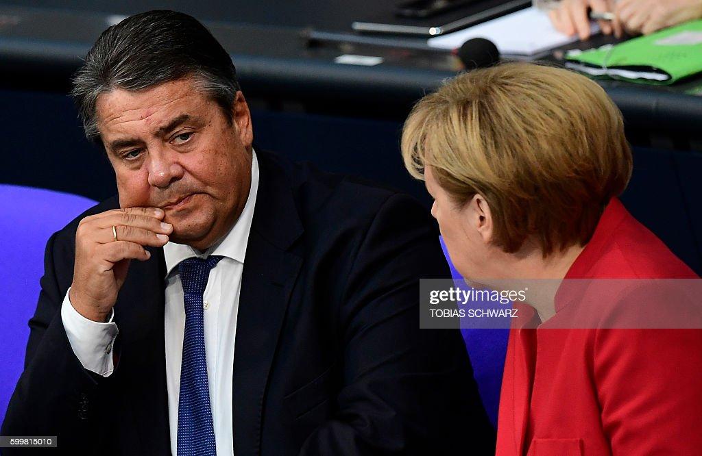 GERMANY-POLITICS-MERKEL : News Photo