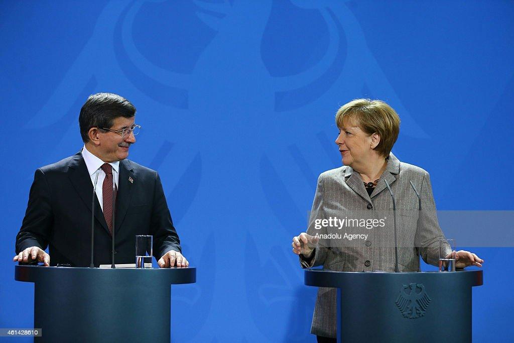 Ahmet Davutoglu - Angela Merkel : News Photo