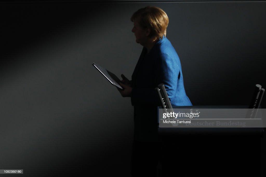 Merkel Gives Government Declaration Prior To European Council Brexit Meeting : Nachrichtenfoto