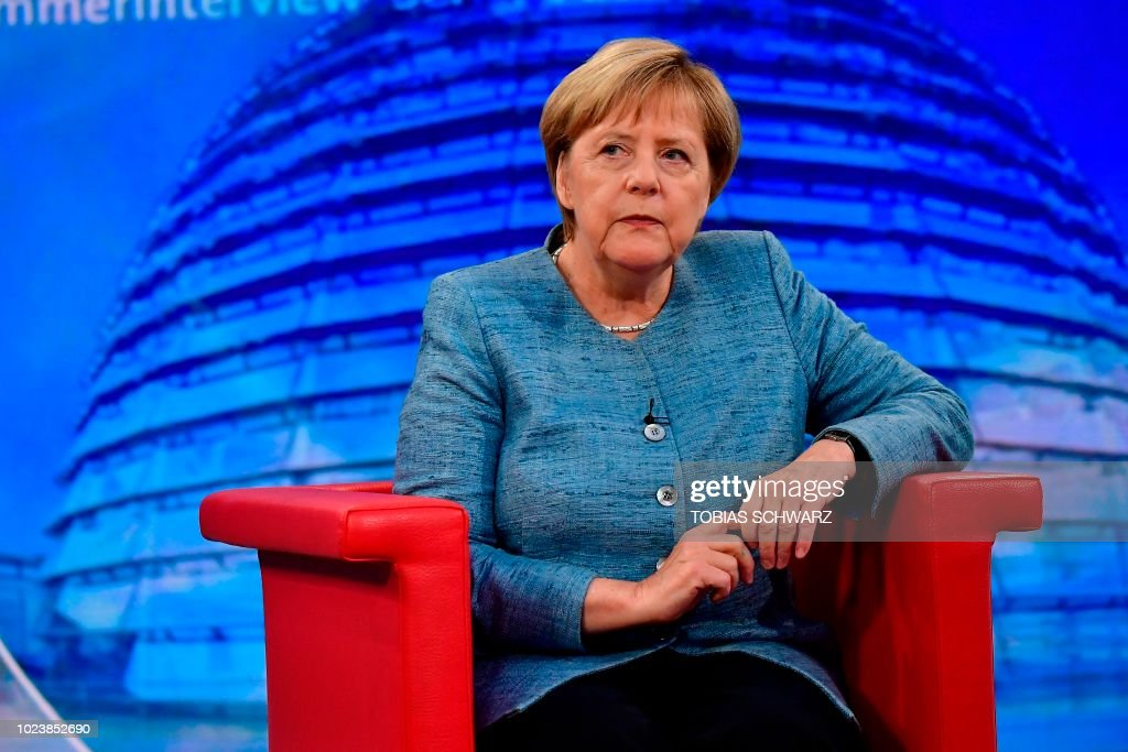 GERMANY-POLITICS-GOVERNMENT-MERKEL : News Photo