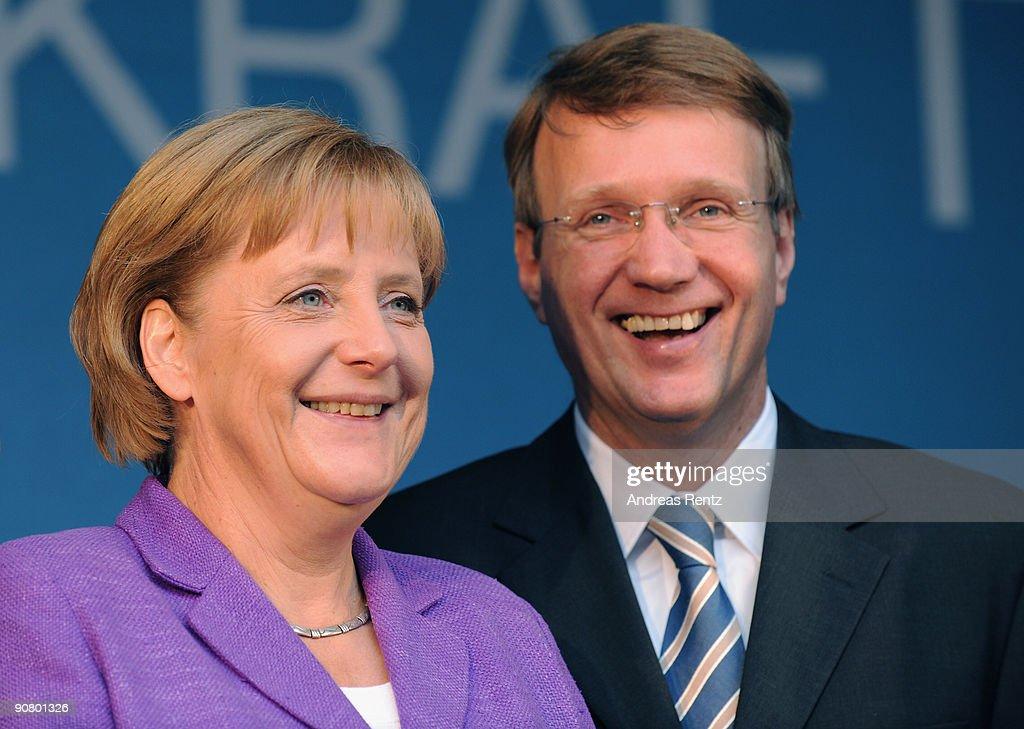 "Merkel Campaigns In Historic ""Rheingold"" Train"