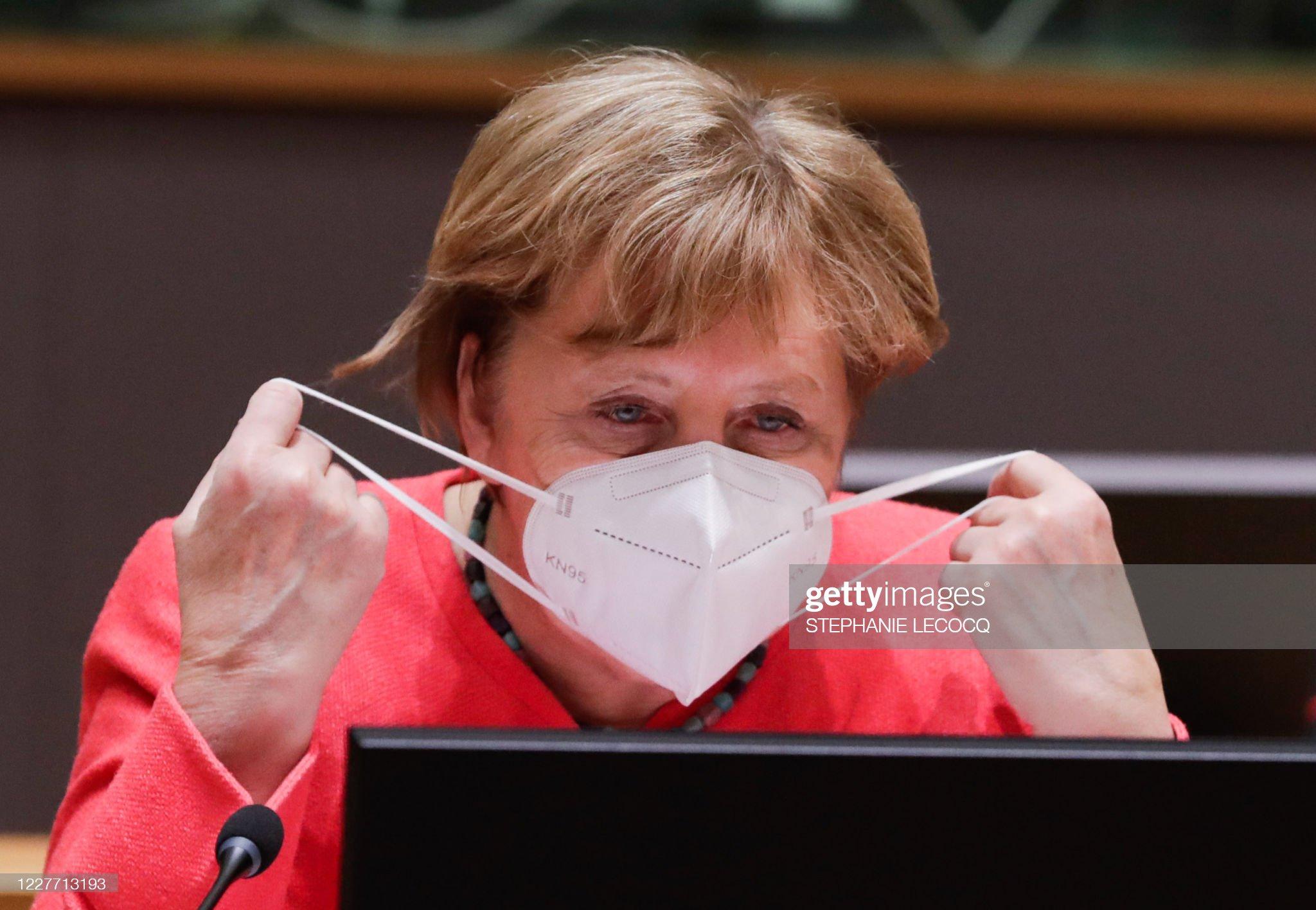 TOPSHOT-BELGIUM-EU-SUMMIT-HEALTH-VIRUS : News Photo