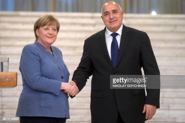 German Chancellor Angela Merkel shakes hands with Bulgarian Prime Minister Boyko Borisov in Sofia on January 20 2018 / AFP PHOTO / NIKOLAY DOYCHINOV
