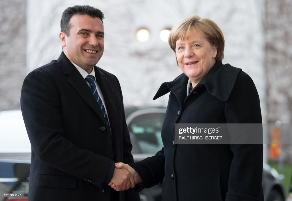 German Chancellor Angela Merkel shakes hands with Macedonian Prime Minister Zoran Zaev as part of a meeting on February 21, 2018 in Berlin. / AFP PHOTO / dpa / Ralf Hirschberger / Germany OUT