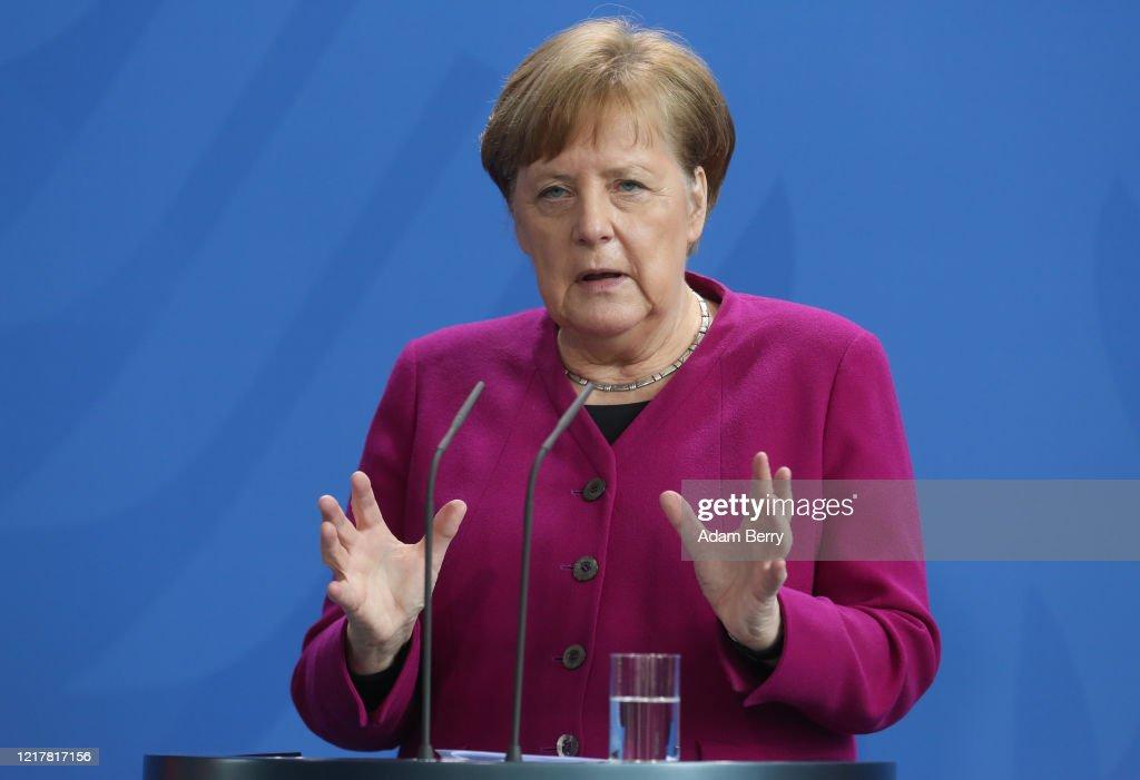 Merkel Speaks On Latest Policy Developments For Countering The Coronavirus Impact : ニュース写真