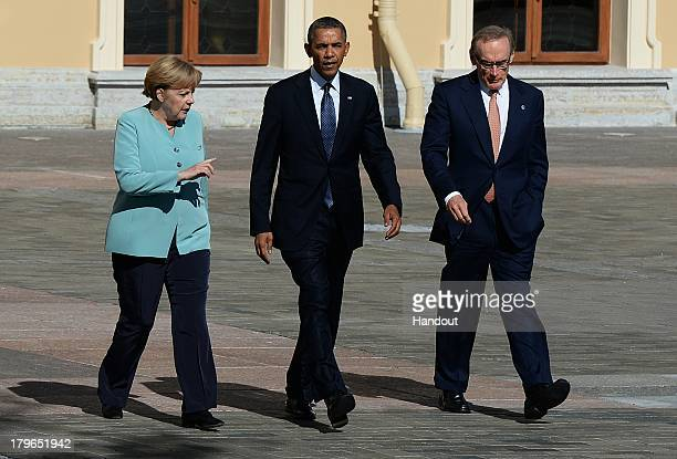 German Chancellor Angela Merkel US President Barack Obama and Australian Foreign Minister Bob Carr arrive to pose with other leaders for a group...