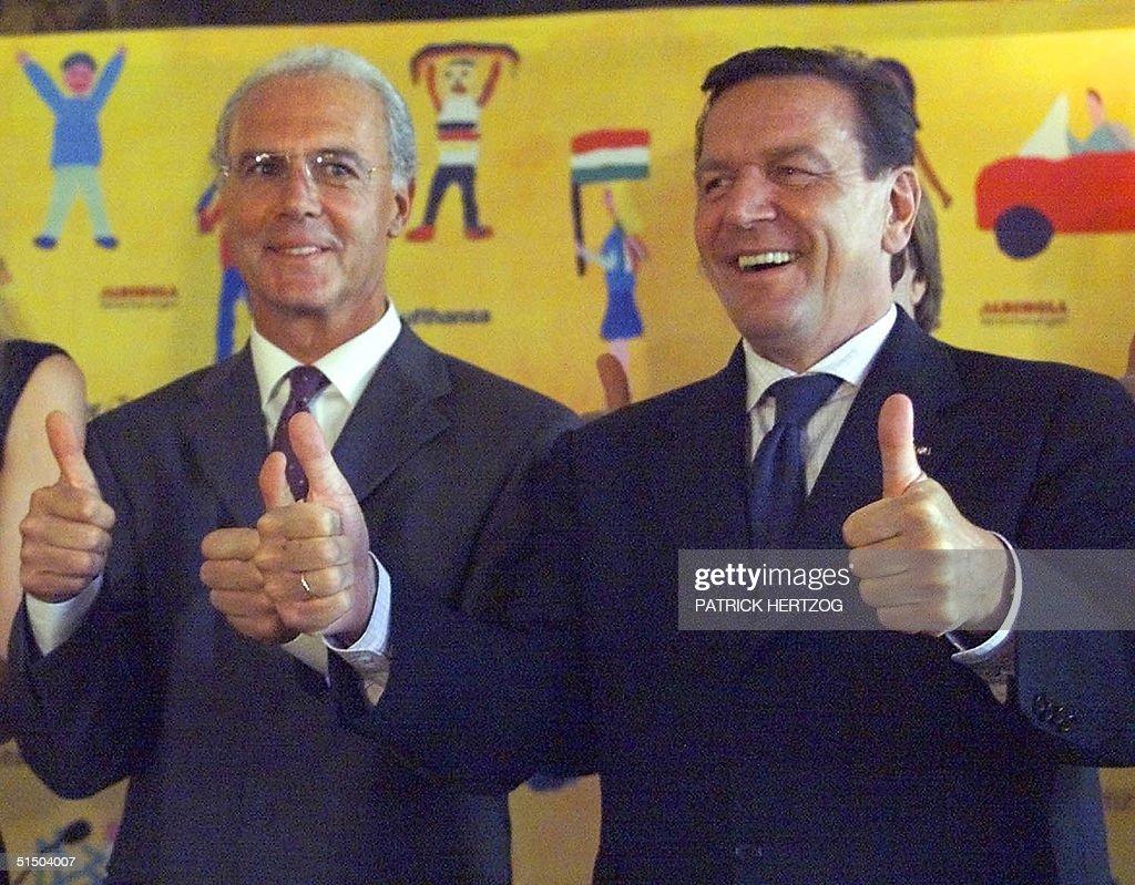 German Chancellor Gerhard Schroeder (R) and Franz : News Photo