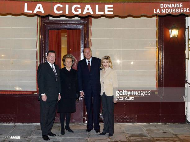 German chancellor Gerhard Schroeder Bernadette Chirac French president Jacques Chirac and the German First Lady Doris SchroederKoepf pose in front of...
