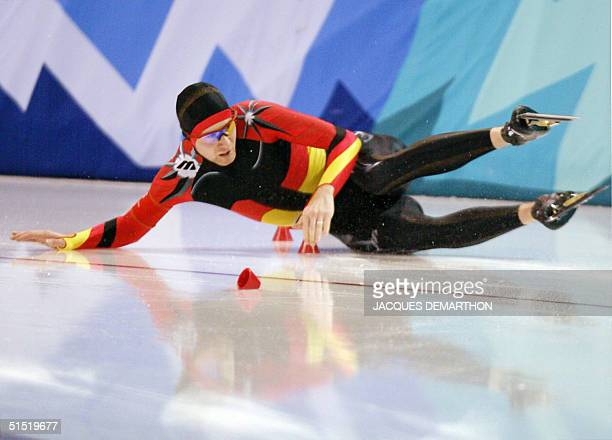 German Christian Breuer falls in the men's 1500m speed skating race at the Utah Olympic Oval 19 February 2002 during the XIXth Winter Olympic Games...